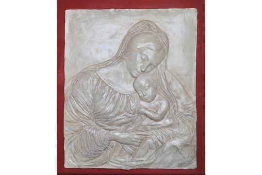 Ma-donna con bambino - Tecnica: Scultura in creta - Dimensioni: cm 50x60x8 - Prezzo: € 1200.00
